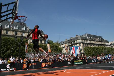 Concours de dunks NBA 5 United Tour